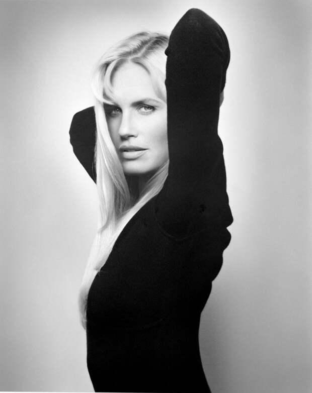 Дэрил Ханна (Daryl Hannah) в фотосессии Мишеля Комте (Michel Comte) для журнала L'uomo Vogue (1996), фотография 1