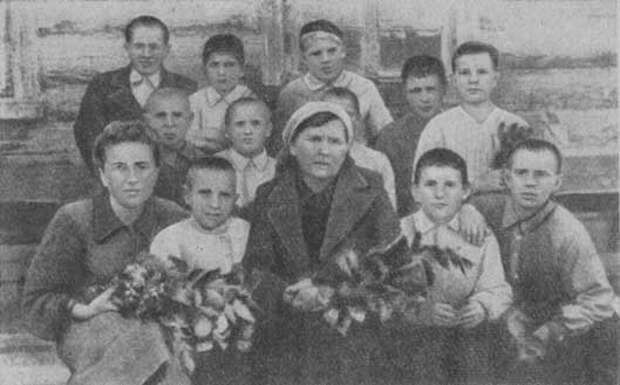 Юрий Гагарин в школьные годы.