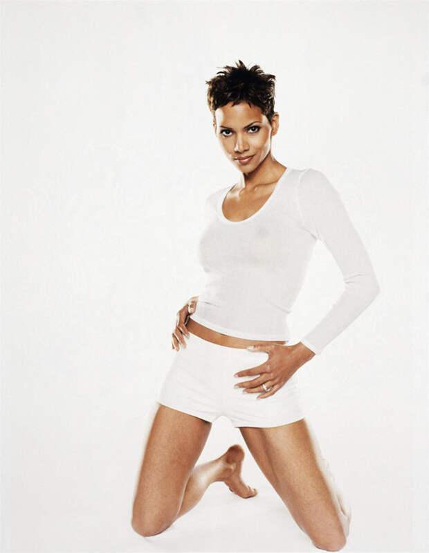Холли Берри (Halle Berry) в фотосессии Антуана Вергла (Antoine Verglas) для журнала Maxim (июль 2000), фото 2