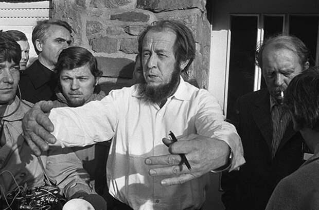 Хотел ли Солженицын, чтобы США сбросили на СССР атомную бомбу