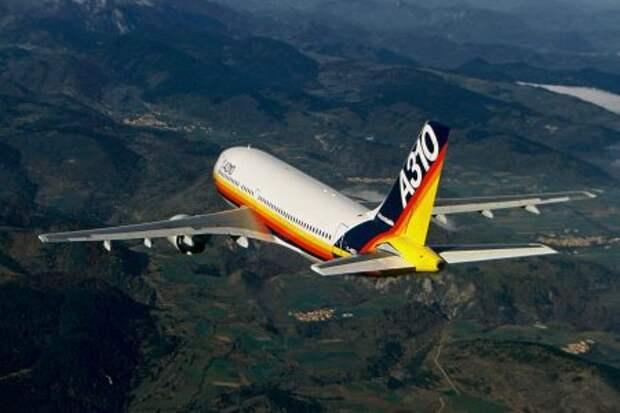 Airbus A310-200 во время первого полёта 3-го апреля 1982 года