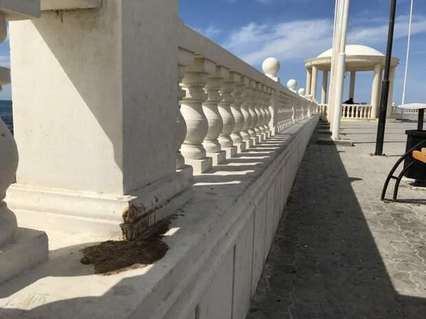 Сколько можно! В Актау вандалы уничтожают места массового отдыха
