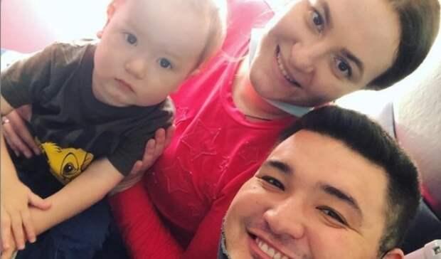 Волгоградский малыш после самой дорогой инъекции вмире прилетел домой изМосквы