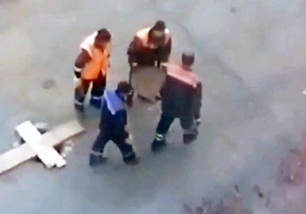 Челябинские коммунальщики «закрыли» одной крышкой люки вцелом районе