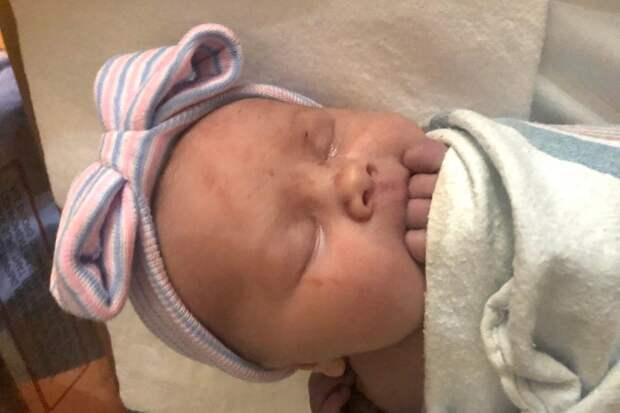 Лапочка-дочка: мать 14 сыновей изМичигана, наконец, родила девочку