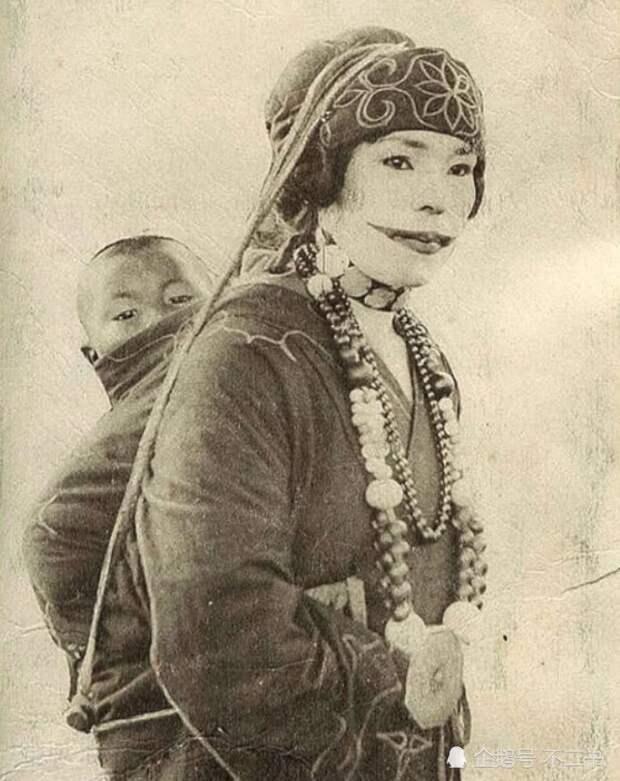 Женщина айну с традиционной татуировкой на лице. 1930 год, Япония. история, мгновения жизни, фотография