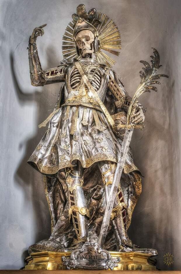 Скелет святого Панкратия в доспехах (4).jpg