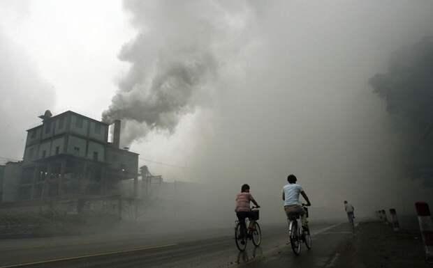 13. Загрязняющая атмосферу фабрика в уезде Юйтянь в 100 км к востоку от Пекина загрязнение, китай, экология