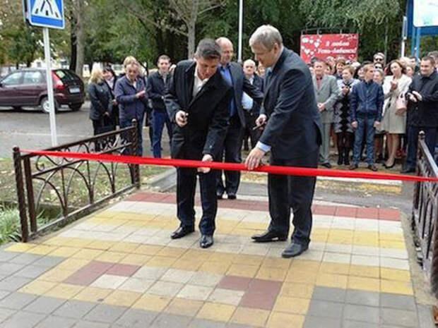 В Усть-Лабинске торжественно открыли тротуар