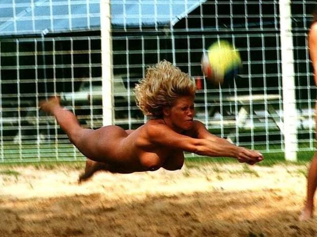 Любимым спортом нудистов является Волейбол. информация, картинки, факты