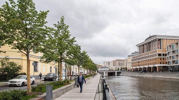 Названы наиболее интересные места для прогулок по Москве осенью