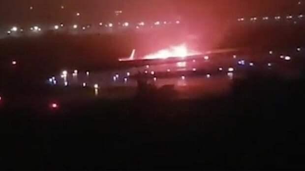 Срочно! В Сочи загорелся самолет (ВИДЕО)