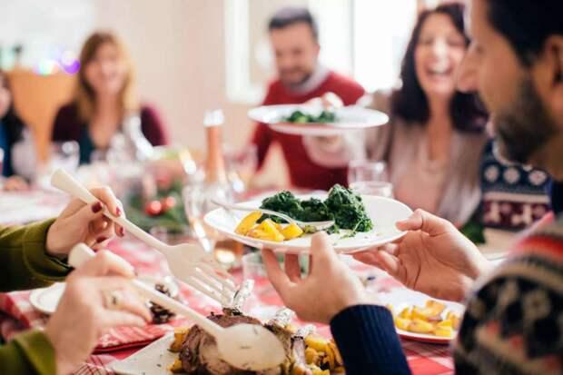 Свой юбилей свекровь собралась отмечать в четырехкомнатной квартире у невестки: «Ну не в мою же однушку гостей приглашать!»