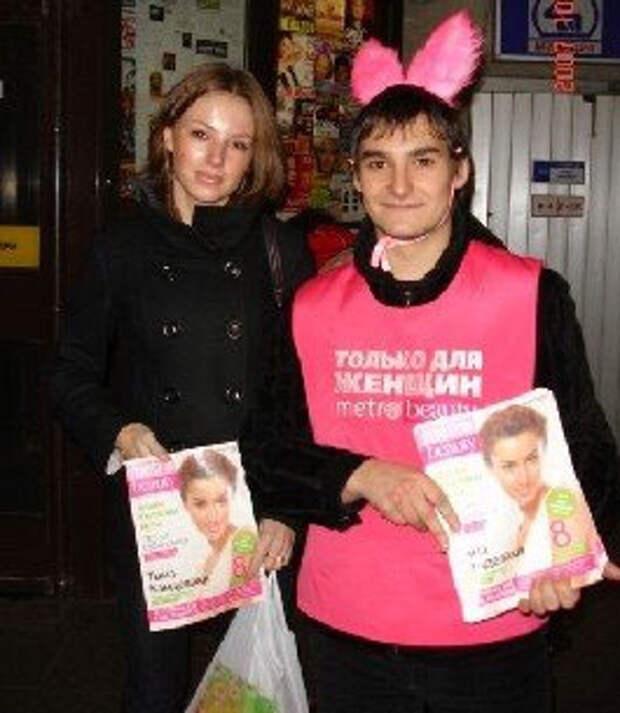 Розовые зайцы устроили нашествие на питерское метро