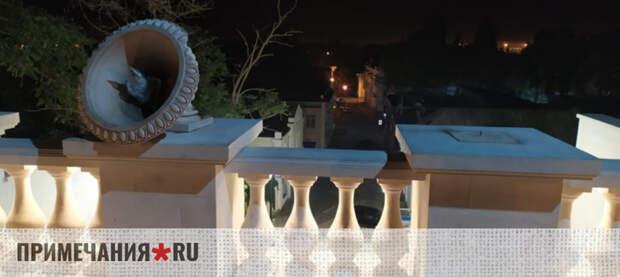 Вандалы изуродовали отреставрированную Митридатскую лестницу