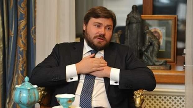 """Чиновники испытали """"некоторую судорогу"""" при словах президента о двойном гражданстве!-Михалков"""