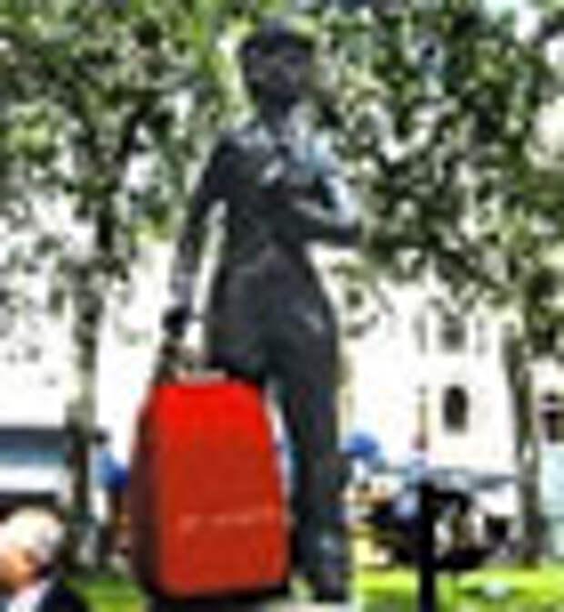 Партизанская акция туроператора: памятники собрались в путешествие