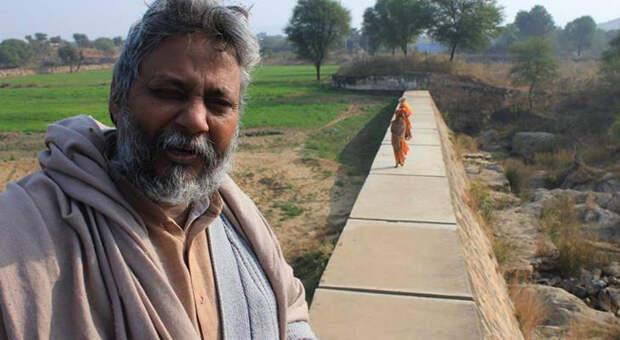 За свою работу Радежндра Сингх получил премию Стокгольмского международного института воды.
