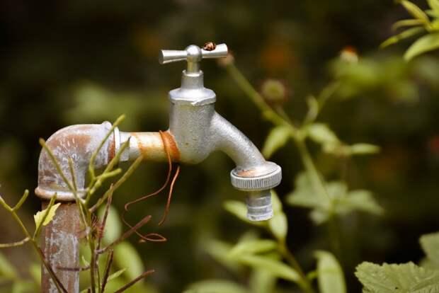 Крымчанам во вторник отключили воду