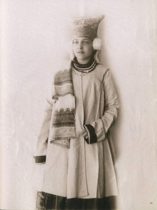 25 старинных фотографий роскошных русских красавиц в национальных костюмах
