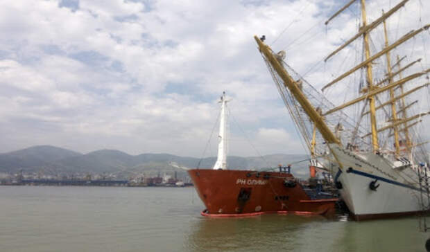 Бункеровку экологичным топливом учебного судна «Херсонес» выполнила «Роснефть-Бункер»
