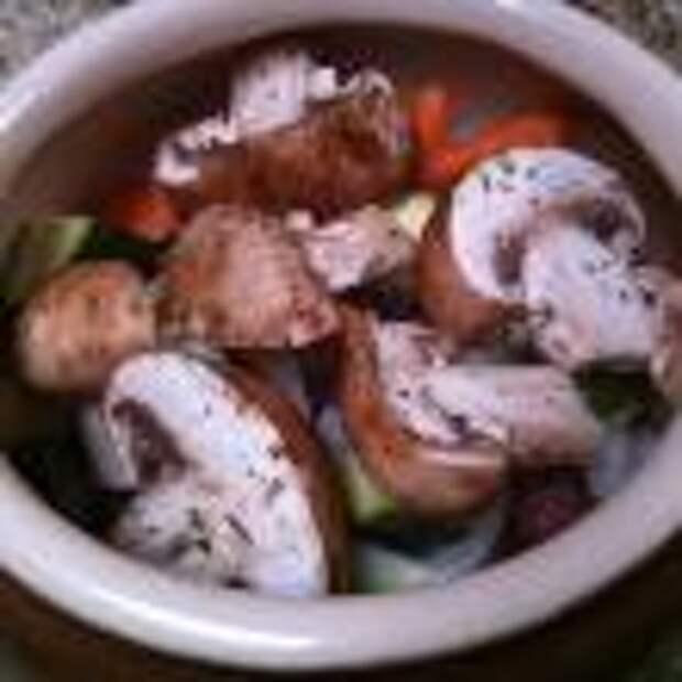 Говядина с овощами, запеченная в горшочках шаг 3