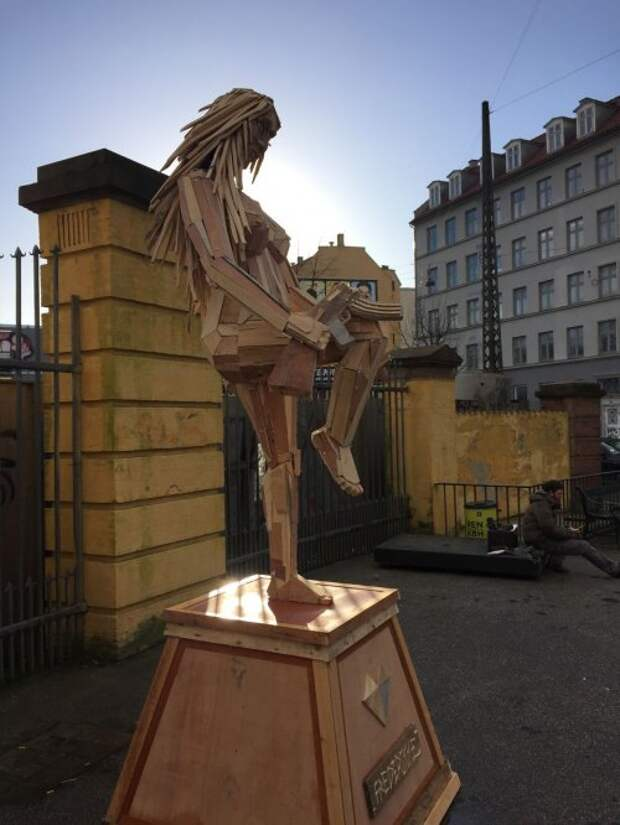Деревянные скульптуры Томаса Дамбо (9 фото)
