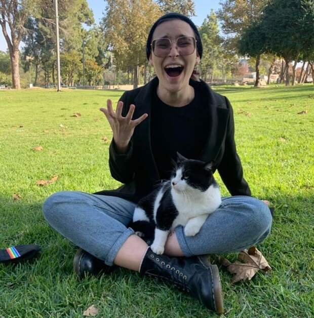 20 теплых доказательств того, что не человек подбирает кошку, а она «усыновляет» его