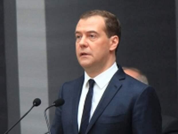 ПРАВО.RU: Медведев поручил продлить продуктовое эмбарго до конца 2017 года