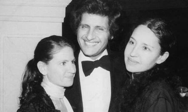 Джо с сестрами Жюли и Рики.jpg