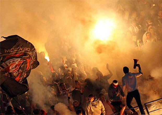 В ночь перед дерби 150 фанатов «Спартака» и ЦСКА сошлись «стенка на стенку» в Москве