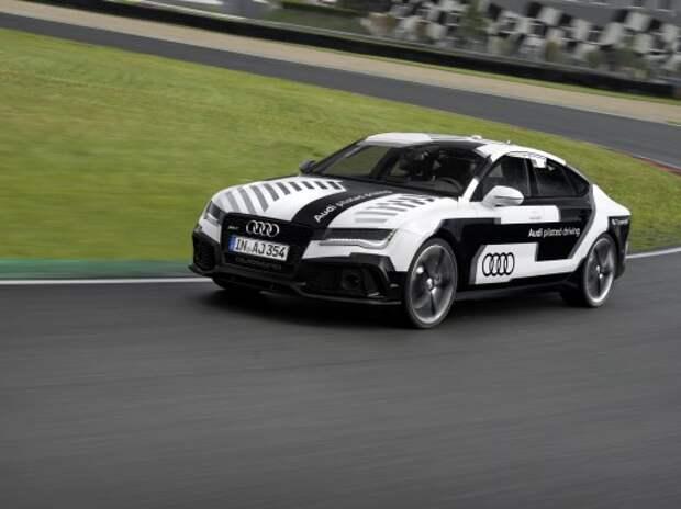 Audi испытывает самоуправляемый автомобиль на скоростном треке