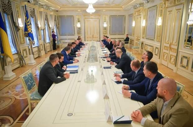 Стали известны подробности встречи Зеленского с олигархами