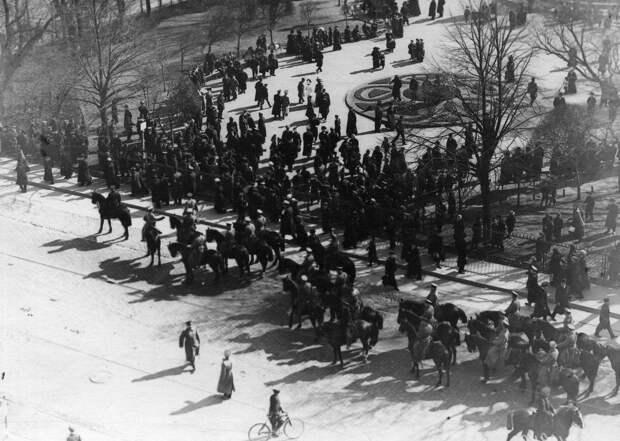 11. Демонстрация протеста на Невском проспекте. 15 апреля 1912. Санкт-Петербург