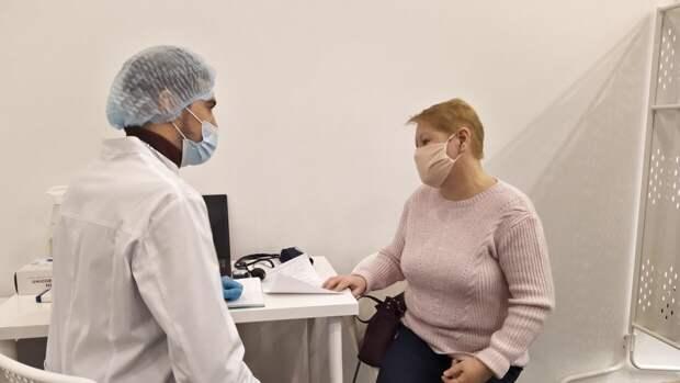 В Москве разрабатывают программу стимулирования вакцинации пожилых людей от COVID-19