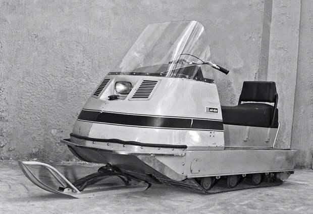 В марте 1971 года по территории Рыбинского моторного завода (РМЗ) проехали три первых опытных образца снегохода СССР-Россия, история, снегоход