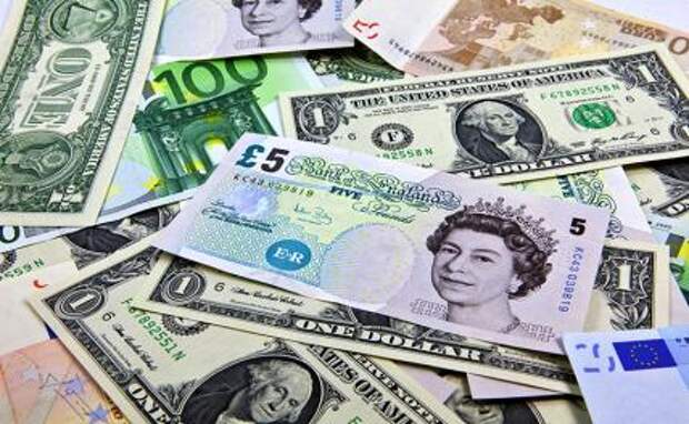 «Черный август» наступил: Евро стремится к 90, доллар — к 80, фунт к 100