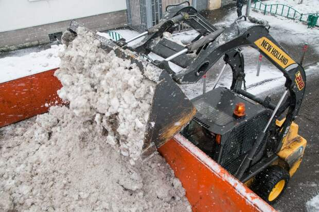В ЮВАО с последствиями снегопада борются более 3,6 тысяч коммунальщиков