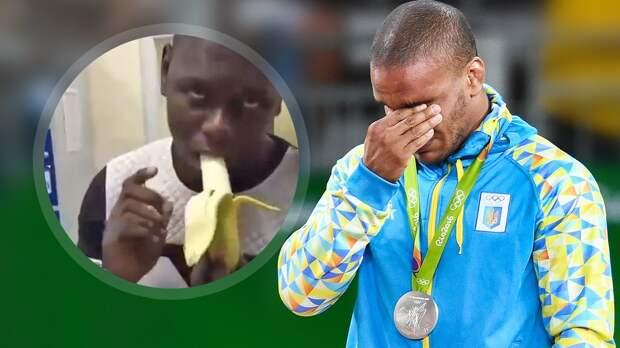 Украинский борец Беленюк отреагировал навидео, где чернокожего мужчину заставляют съесть банан