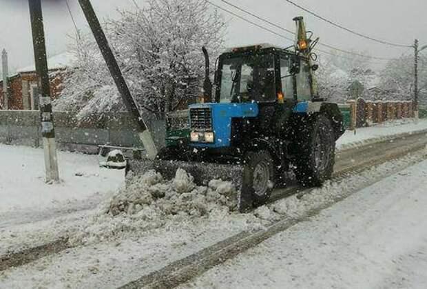 На дорогах Кубани работали 250 снегоуборочных машин