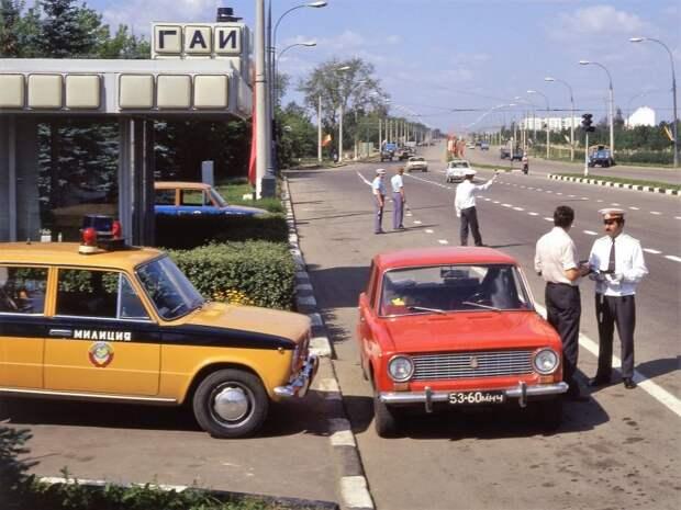 Почему машины милиции СССР красили в желтый? СССР, авто, автоистория, гибдд, ливрея, полицейский автомобилиь, полиция