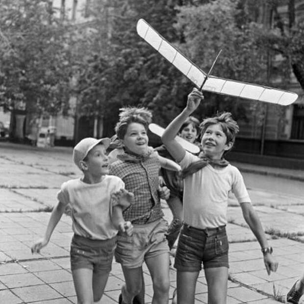"""""""Толстеньких детей во дворе я не помню"""". Девушки вспоминают дворовые игры детства"""