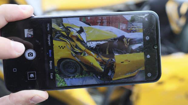 Такси столкнулось с машиной ДПС в Москве