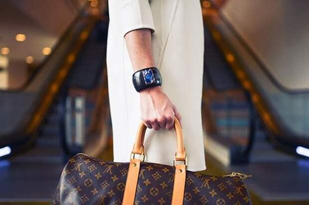 В России планируют дамские сумки и портфели вывести из понятия ручной клади
