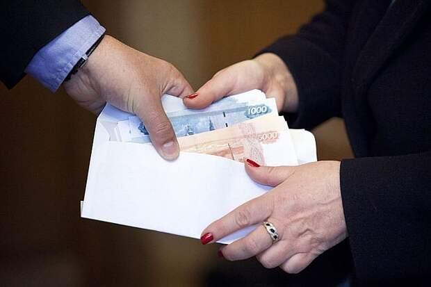 Эксперт РУДН объяснила, почему не следует соглашаться на зарплаты «в конвертах»