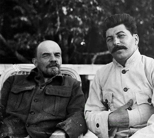 В. Ленин и И. Сталин в 1922 году