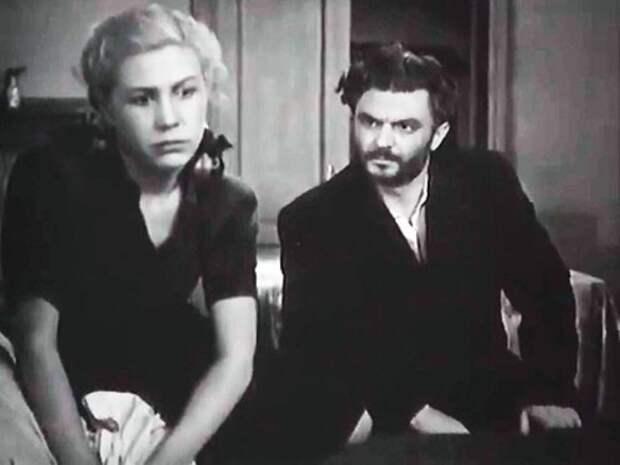 Инна Макарова и Сергей Бондарчук в фильме *Молодая гвардия*, 1948 | Фото: liveinternet.ru
