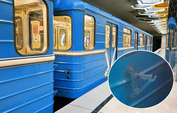 Для чего вагонам метро необходимы загадочные крючки на торцах