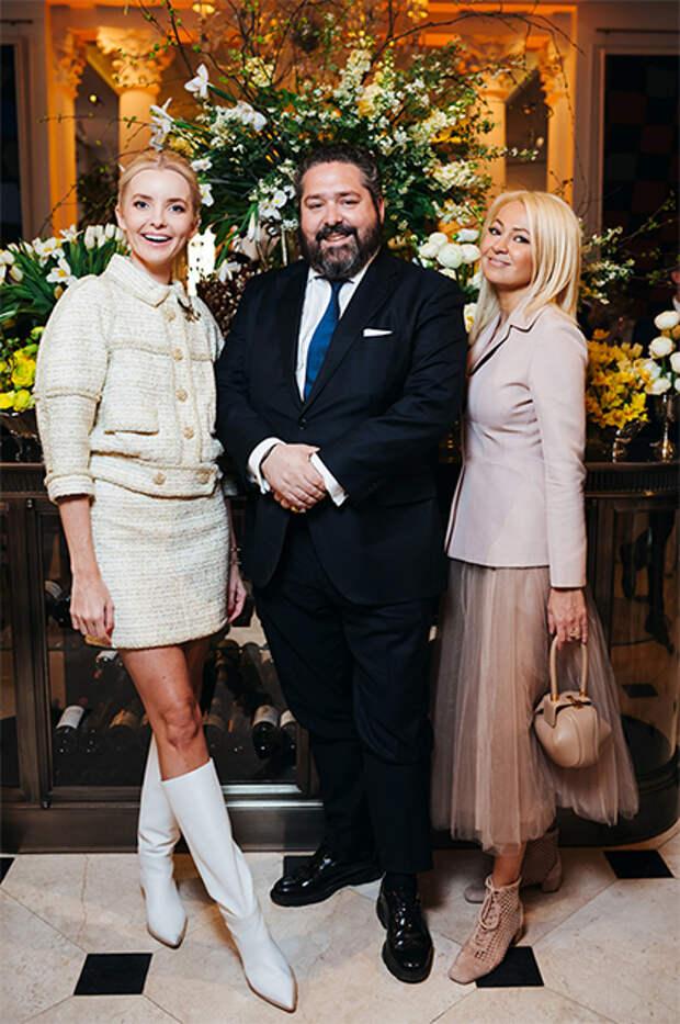 Наталья Якимчик и Яна Рудковская с Георгием Романовым