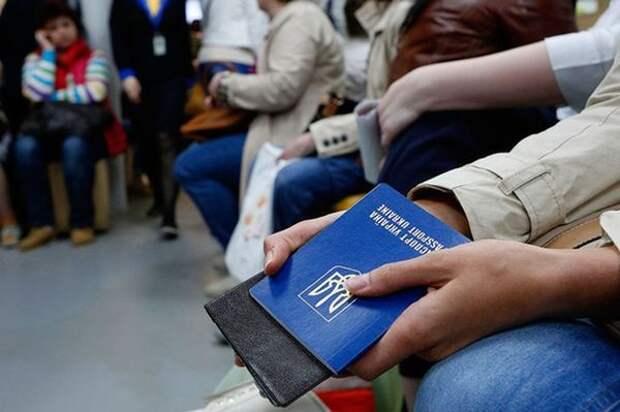 Украинцы массово «бегут» из страны